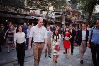 Tại sao Hoàng tử Anh William lại không mang theo vợ con khi tới Việt Nam lần này?