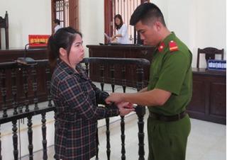 Vừa lấy chồng chục ngày, bán luôn em và cháu của chồng sang Trung Quốc