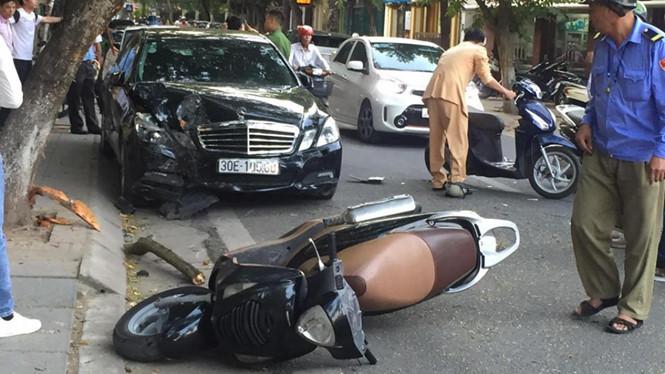 Hiện trường vụ xe ô tô điên gây tai nạn kinh hoàng ở Hà Nội chiều 16/11