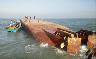 Va chạm với tàu nước ngoài, nữ thuyền trưởng sà lan Việt mất tích