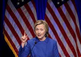 Bà Clinton trải lòng cảm giác không muốn bước chân ra khỏi nhà hậu bầu cử