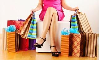 CHOÁNG: Cô gái lương 4,5 triệu vẫn mua đồ hiệu và ăn tiệm sang chảnh