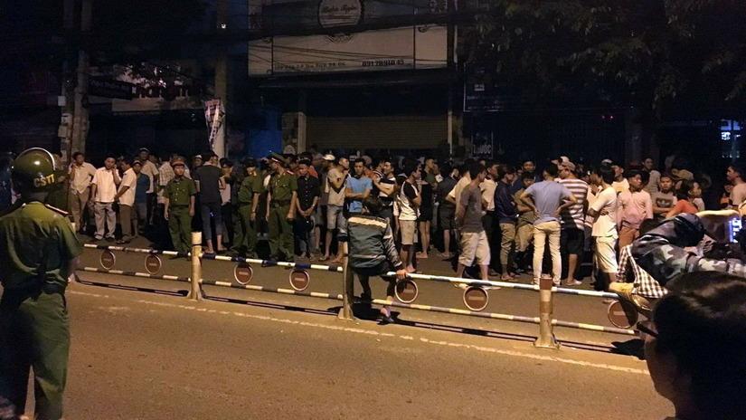 Đám đông bức xúc kéo ra đường vì cho rằng cảnh sát 113 gây tai nạn chết người