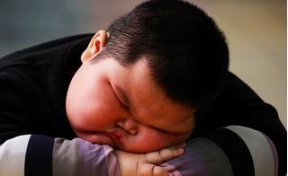 Cho con ăn bim bim đã miệng, mẹ phát hoảng vì con mắc 3 bệnh hiểm nghèo!