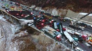 Hãi hùng hình ảnh 56 ô tô đâm liên hoàn trên đường cao tốc