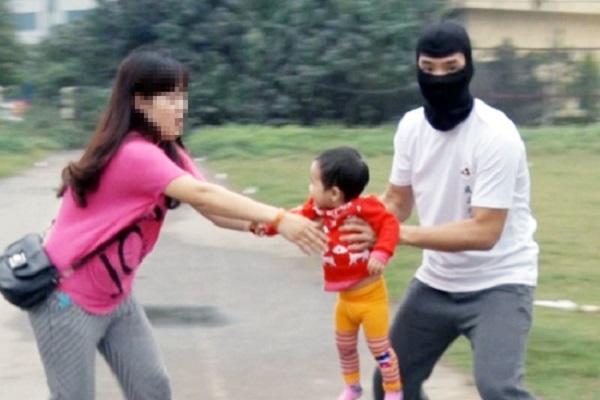 bắt cóc trẻ em người dân cần cảnh giác