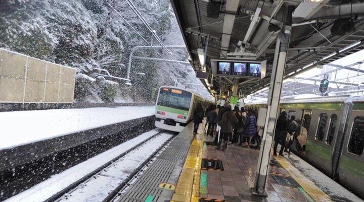 Ga tàu ở Nhật cũng bao phủ một màu trắng xóa của tuyết đầu mùa. Ảnh: Hồng Nhung