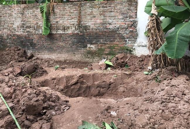 2 bé gái bị sát hại được chôn trong vườn