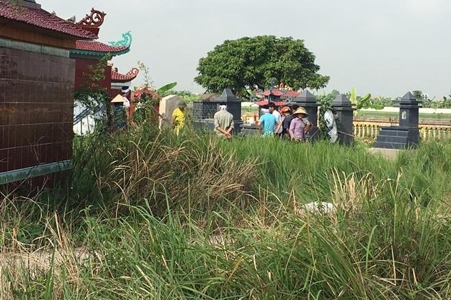2 bé gái bị sát hại được mai táng tại nghĩa trang