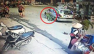 Sợ bị phạt tiền, tài xế taxi kéo lê thiếu tá công an trên đường chạy trốn