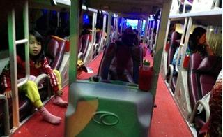 Xe khách bị ném đá kinh hoàng trong đêm: 2 hành khách bị thương phải đi cấp cứu