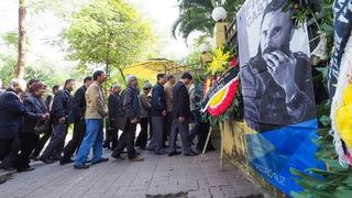 Dòng người Hà Nội lặng lẽ chờ vào viếng Lãnh tụ Fidel Castro