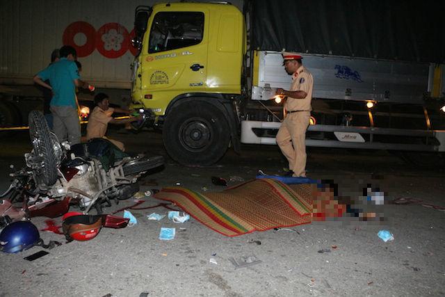 Hiện trường vụ tai nạn giao thông kinh hoàng khiến 2 thanh niên say xỉn tử vong