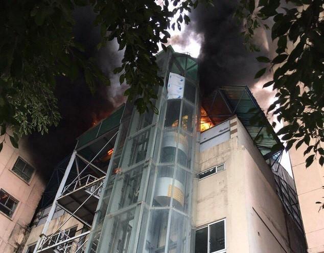 Cháy chung cư Xa La 1