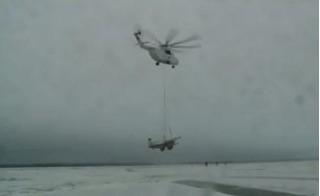 Xem khả năng kỳ diệu của trực thăng khủng cứu máy bay gặp nạn