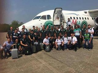 Xót xa nhìn những bức hình cuối trước khi đội bóng Brazil lên chuyến bay