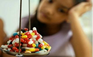 Mẹ sẽ ân hận cả đời nếu tiếp tục tự kê thuốc kháng sinh cho con