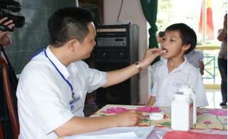 Tổ chức Y tế thế giới hướng dẫn mẹ thông minh tẩy giun đúng cách cho trẻ