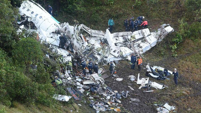 Hiện trường vụ máy bay rơi ở Colombia gây hậu quả nghiêm trọng. Ảnh: Internet
