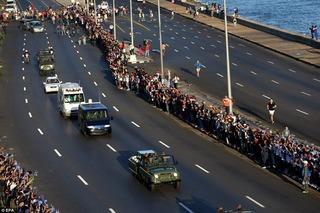 Chủ tịch Fidel Castro về với quê hương cách mạng trong biển cờ hoa và nước mắt