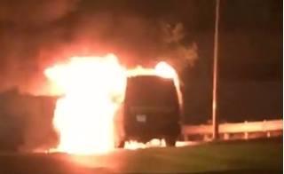 Xe khách cháy trơ khung, hành khách hoảng loạn đẩy cửa thoát thân