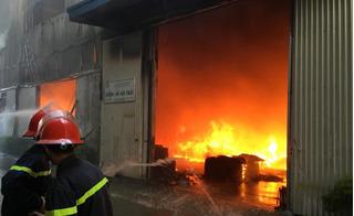 Cháy lớn ở khu công nghiệp Ngọc Hồi: Xưởng gỗ 2.000 m2 chìm trong khói lửa