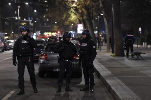 Hiện trường vụ bắt cóc con tin được phong tỏa chặt chẽ. Ảnh: AFP