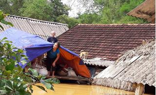Ít nhất 59 người thiệt mạng do mưa lũ, miền Trung xác xơ vì thiên tai