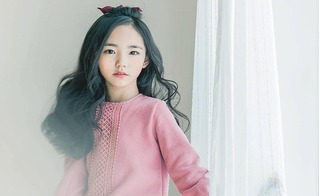 Chân dung cô bé Hàn Quốc khiến mọi trái tim tan chảy