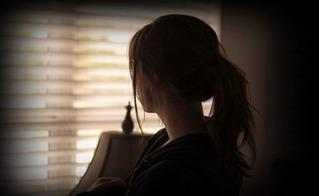 Hối hận vì dán băng dính bịt miệng học sinh, cô giáo trẻ tự xin nghỉ việc