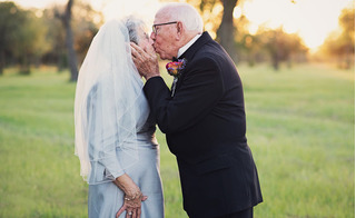 Bộ ảnh cưới trong mơ của cặp đôi U90 sau 70 năm về chung một nhà