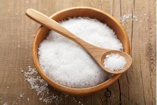 Cách dùng muối để loại bỏ mụn trứng cá trên da hiệu quả