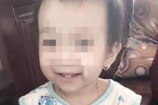 Bé gái 14 tháng tuổi tử vong bất thường trong viện: Gia đình tố bác sĩ tắc trách