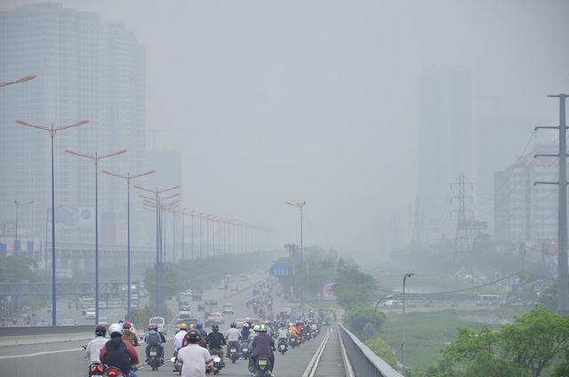 sương mù bao phủ khắp TP.HCM