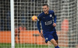 Vardy lập hattrick, Man City thua đậm ở King Power