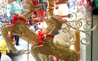 Đắt đỏ đồ Giáng sinh 2016, xe tuần lộc có giá 20 triệu đồng