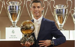 Quả bóng vàng 2016 gọi tên Cristiano Ronaldo đúng như dự đoán