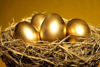 """Giá vàng hôm nay 15/12: """"Lao dốc"""" thẳng đứng, lãi suất vào kì tăng mạnh"""