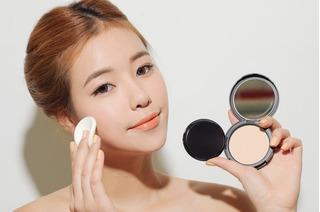 Người da dị ứng phấn cần giảm hớt kích thích của mỹ phẩm