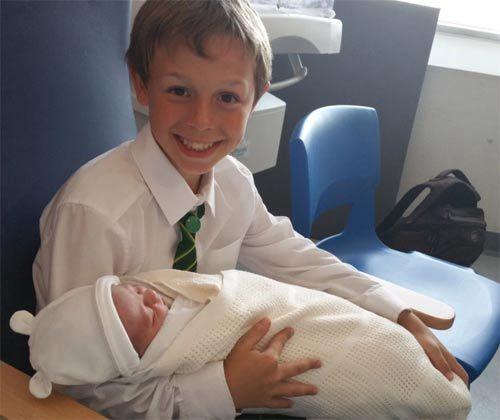 Hai cậu con trai xinh xắn của Kate. Ảnh: DailyMail