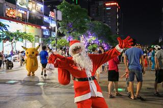 Giáng sinh đến gần, quần áo ông già Noel