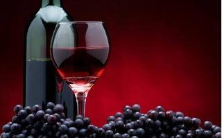 Tươi trẻ cả đời nhờ... một ngụm rượu vang