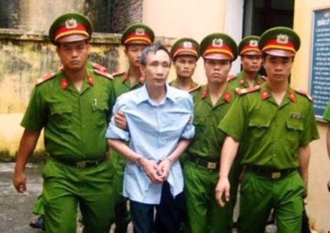 Ông Hàn Đức Long bên gia đình sau khi được trao trả tự do 2