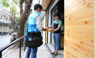 Cận Tết, sinh viên kiếm bộn tiền dịch vụ giao hàng tận nơi