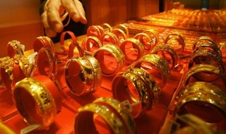 Giá vàng hôm nay 27/12: Vàng trong nước giảm mạnh, thế giới chạm đáy