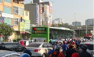 20 xe buýt nhanh ''ra quân'', đường phố tắc nghẽn nghiêm trọng