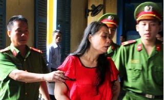 Hoa hậu quý bà lừa hàng triệu đô ''đột nhiên'' ngơ ngác trước tòa