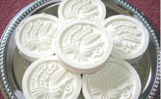 Mua hóa chất ở chợ Kim Biên mang về chế biến bánh in Tết