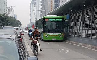 Xe buýt nhanh BRT ngày khai trương: Ô tô, xe máy vẫn