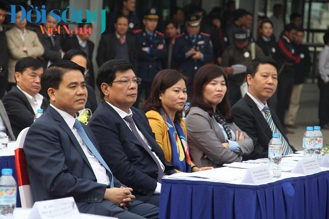 Chủ tịch Hà Nội đi xe buýt nhanh 2